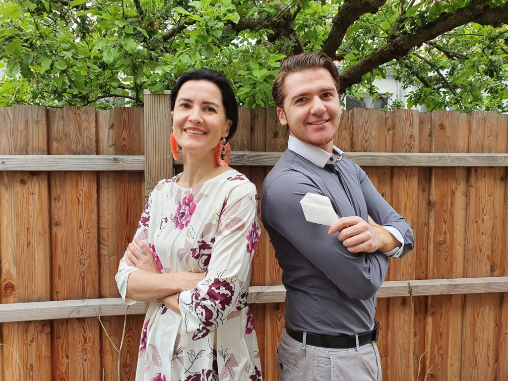 Anna Pianka und Arthur Schuchmilski mit Flaschenhals-Krawatte von LUGART Innovation